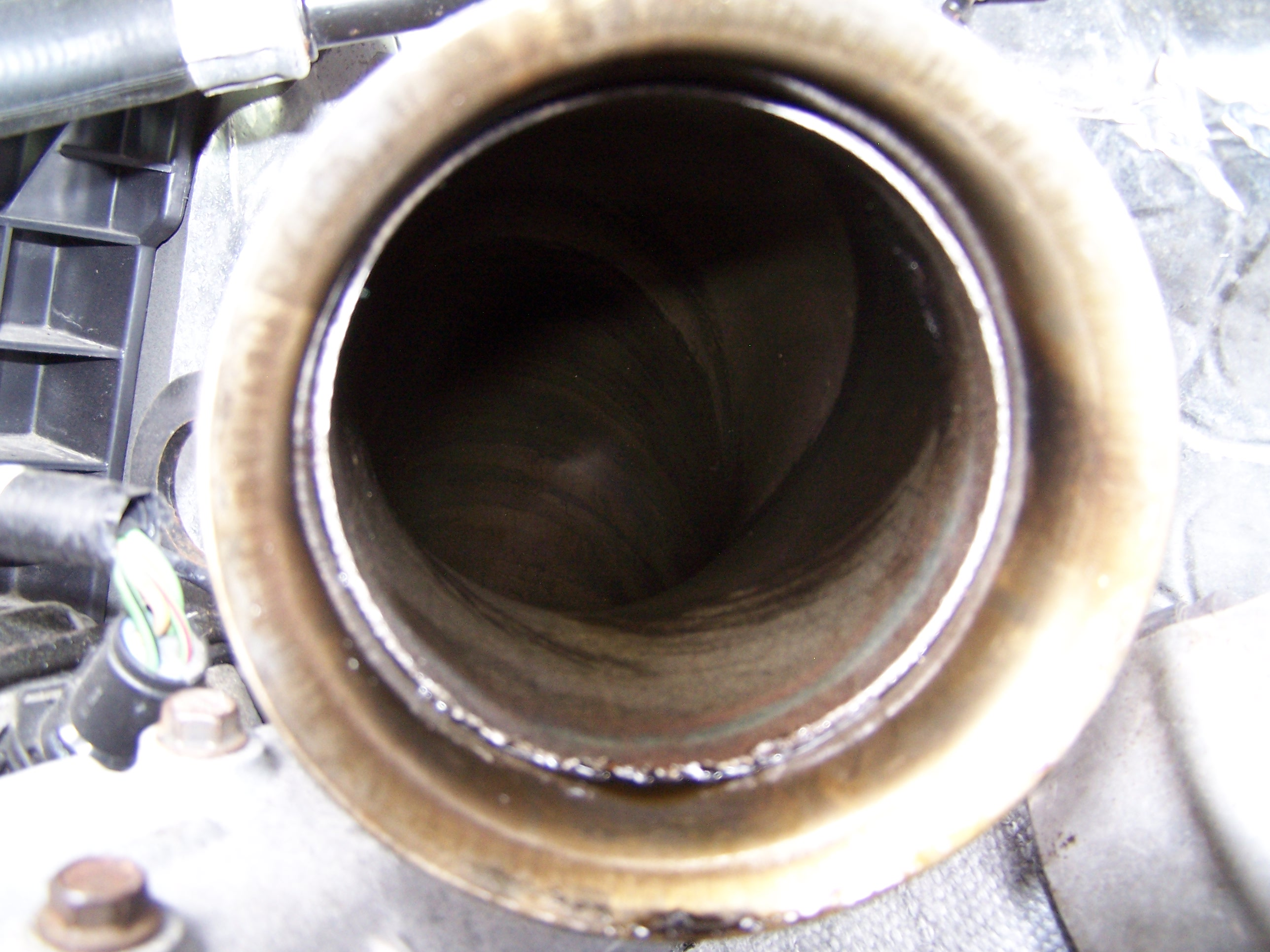HELP! Burning oil out of tailpipe-100_1755.jpg