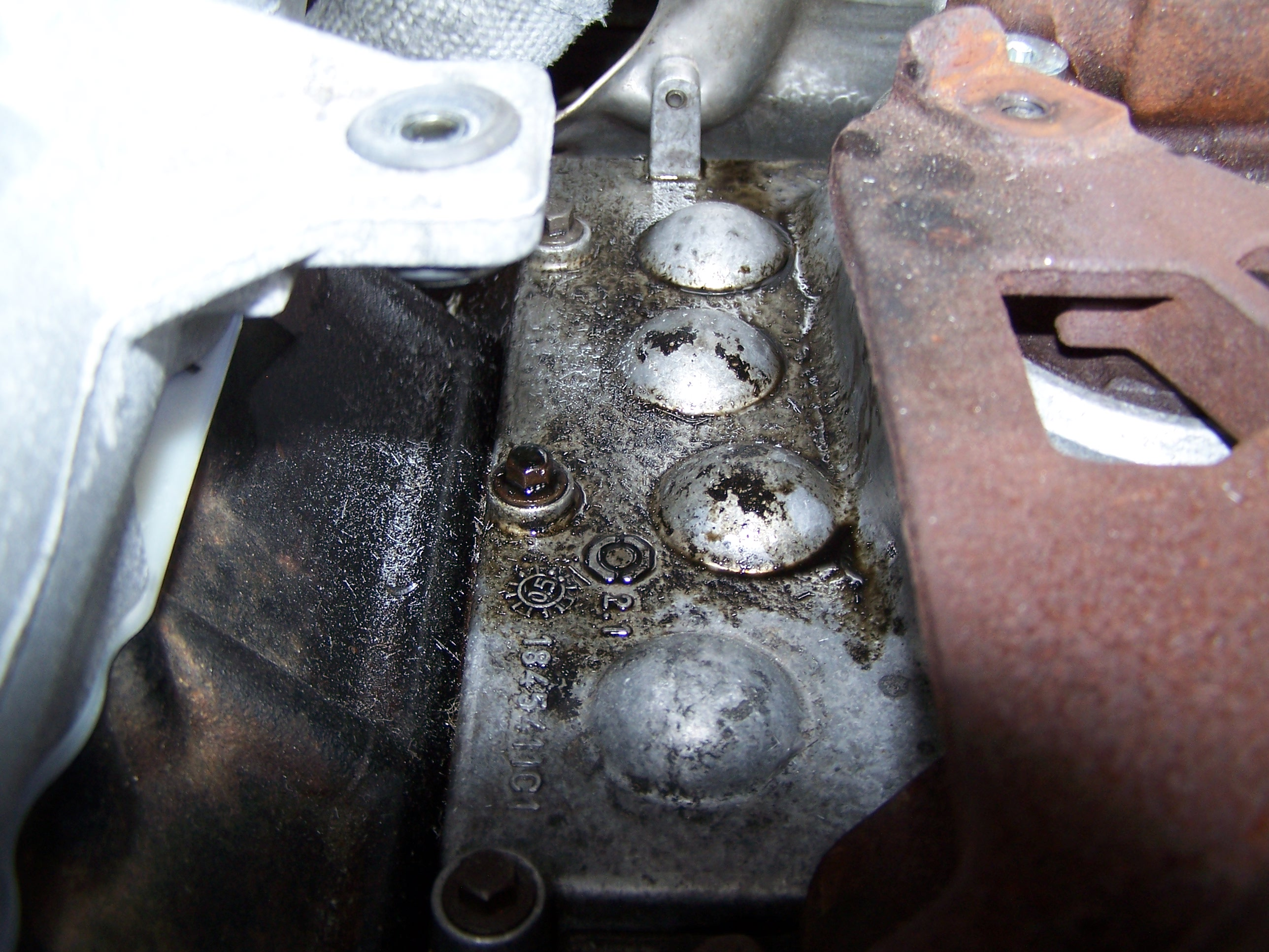 HELP! Burning oil out of tailpipe-100_1760.jpg