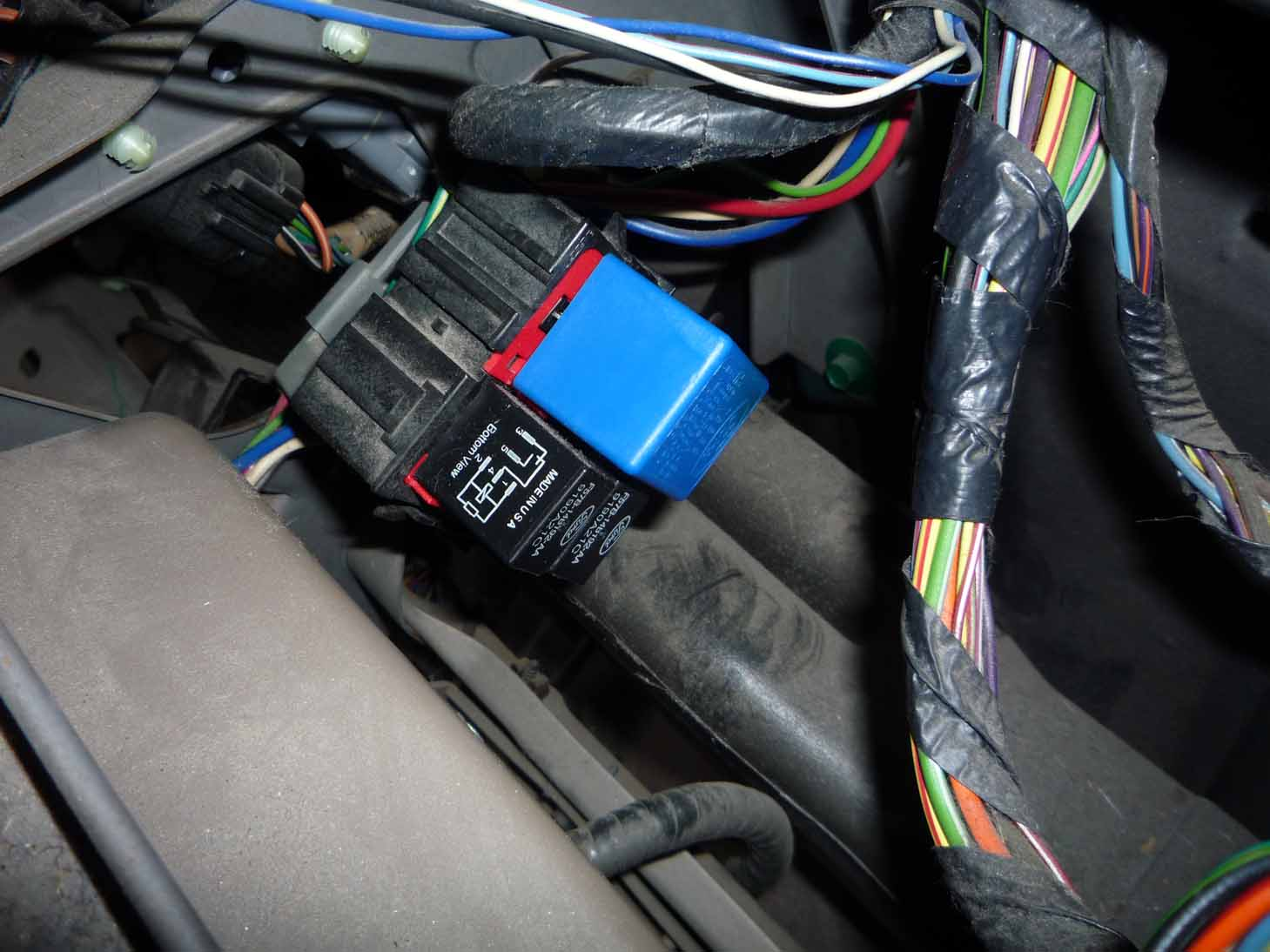 Gem Car Wiring Diagram furthermore 1997 Ford F 150 Xlt Dash Parts Diagram also F150 Voltage Regulator Diagram also 2004 Ford Expedition Exhaust Schematic additionally 2000 Ford F 150 Starter Relay Location. on 1997 ford expedition fuse box diagram